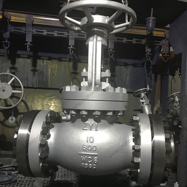 Alloy Steel Globe Valve, 10'' 600LB, ASTM A217 WC6 Body, ASTM A217 WC6 Disc, RF